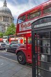Verbazende mening van St Paul Cathedral in Londen, Groot-Brittannië stock foto