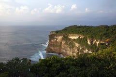 Verbazende mening van steile helling en oceaan Stock Foto's