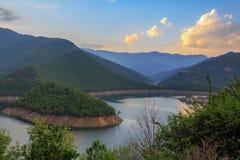 Verbazende mening van Vacha-Dam, Bulgarije, Europa stock afbeelding