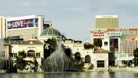 Verbazende mening van Vegas-casino's en de fontein in Bellagio stock videobeelden