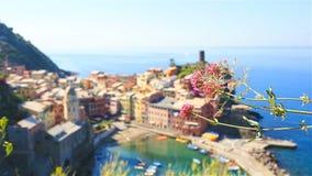 Verbazende mening van Vernazza van hierboven Één van vijf beroemde kleurrijke dorpen van Cinque Terre National Park in Italië stock video