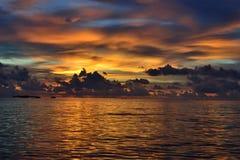 Kleurrijke zonsondergang in de Maldiven Royalty-vrije Stock Foto's