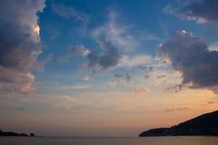 Verbazende overzeese zonsondergang Budva, Montenegro royalty-vrije stock foto's