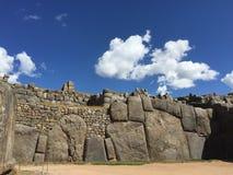 Verbazende reuzestenenmuur in Peru Stock Foto's