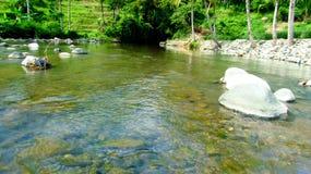 Verbazende rivier in Tasikmalaya, West-Java, Indonesië Stock Foto