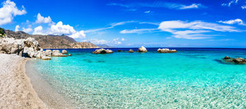 Verbazende stranden van Griekse eilanden Stock Foto's