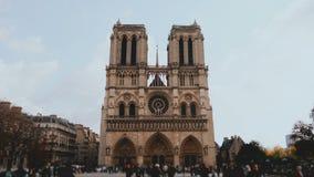 Verbazende timelapse mening van de kathedraal van Notre Dame de Paris in Frankrijk, mooi historisch gezicht en architectuurmeeste stock footage