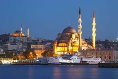 Verbazende verlichting Istanboel na zonsondergang Royalty-vrije Stock Afbeelding