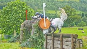 Verbazende vlucht bij de Internationale Proeven 2011 van het Paard. Royalty-vrije Stock Fotografie
