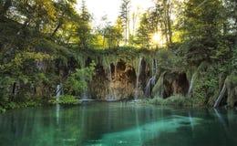 Verbazende watervallagune in Plitvice-Meren Nationaal Park Stock Foto's