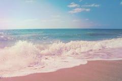 Verbazende woedende golven die het strand wassen Thailand, Koh Samui royalty-vrije stock foto's
