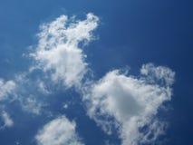 Verbazende wolk in hemel stock foto