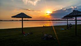 Verbazende zonsondergang bij het strand Royalty-vrije Stock Foto