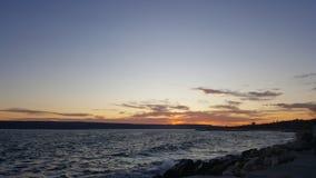 Verbazende zonsondergang in de Zwarte Zee in Varna& x28; Bulgaria& x29; Stock Foto