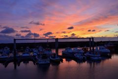 Verbazende zonsondergang met de schepen Royalty-vrije Stock Afbeeldingen