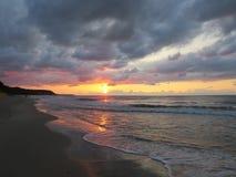 Verbazende zonsondergang op de rand van de wereld Stock Foto's