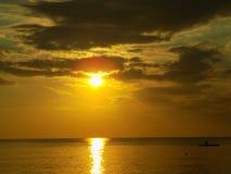 Verbazende Zonsondergang op het Strand in Vietnam Stock Foto's