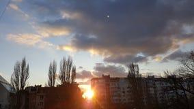 Verbazende zonsondergang in Varna Bulgarije royalty-vrije stock afbeeldingen