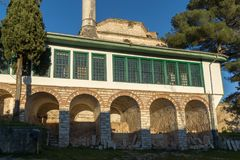 Verbazende Zonsondergangmening van Aslan Pasha Mosque in kasteel van stad van Ioannina, Epirus, Griekenland stock fotografie