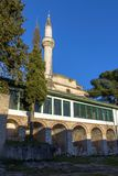 Verbazende Zonsondergangmening van Aslan Pasha Mosque in kasteel van stad van Ioannina, Epirus, Griekenland stock foto