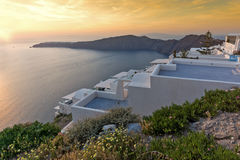 Verbazende zonsondergangmening van stad van Imerovigli aan yown van Oia, Santorini-eiland, Thira, Griekenland Stock Fotografie