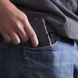Verbergen der Feuerwaffe Stockfotografie