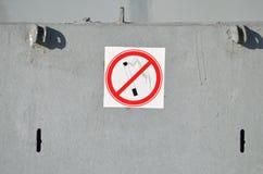 Verbiedend teken op de muur royalty-vrije stock foto