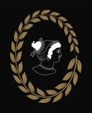Verbiedt het hand getrokken decoratieve embleem met hoofd van oude Griekse vrouwen, Royalty-vrije Stock Afbeeldingen