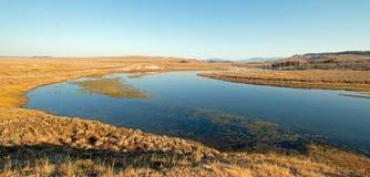 Verbiegen Sie in den Yellowstone River im Hayden-Tal in Yellowstone Nationalpark in Wyoming stockfotografie