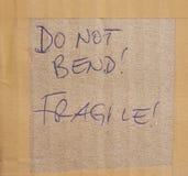 Verbiegen Sie nicht! Zerbrechlich! stockbild