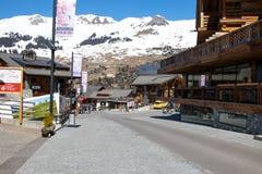 Verbier/瑞士- 2018年3月15日:滑雪胜地Verbier瑞士瓦雷兹街道  库存照片