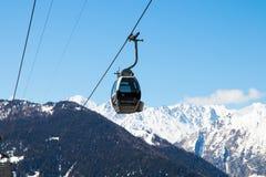 Verbier/Suiza - 14 de marzo de 2018: Elevación de la góndola en la montaña de Verbier Suiza Valais Médran Fotos de archivo