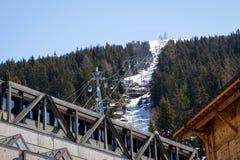 Verbier/Suiza - 14 de marzo de 2018: Estación de la elevación de la góndola en la montaña de Verbier Suiza Valais Médran Fotografía de archivo libre de regalías