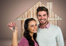 Verbinden Sie das Halten Schlüssel mit hölzerner Ikone des Hauses vor Vignette Lizenzfreies Stockbild