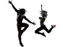Verbinden Sie den Mann und Frau, die Eignung zumba Tanzenschattenbild ausüben Stockbild