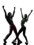 Verbinden Sie den Mann und Frau, die Eignung zumba Tanzenschattenbild ausüben Stockfoto
