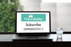 Verbinden Sie Register-Newsletter zu den Aktualisierungs-Informationen und unterzeichnen Sie Ausrichtung Stockfotografie