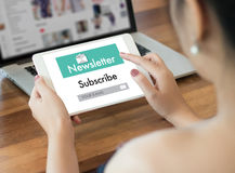 Verbinden Sie Register-Newsletter zu den Aktualisierungs-Informationen und unterzeichnen Sie Ausrichtung stockbilder