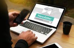 Verbinden Sie Register-Newsletter zu den Aktualisierungs-Informationen und unterzeichnen Sie Ausrichtung lizenzfreies stockfoto