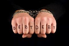 Verbindende handen met de inschrijvingsplicht Concept - financiële problemen stock foto