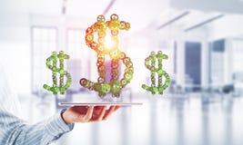 Verbindingen en voorzien van een netwerkconcepten als middelen van geld het verdienen op witte bureauachtergrond Stock Foto's