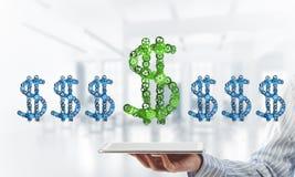 Verbindingen en voorzien van een netwerkconcepten als middelen van geld het verdienen op witte bureauachtergrond Royalty-vrije Stock Foto's