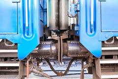 Verbindung zwischen Personenkraftwagen bilden auf der Eisenbahn, Abschluss oben aus Automatische Koppelung des Puffers stockfoto
