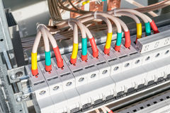 Verbindungskabel mit Kabelösen zu den Leistungsschaltern Lizenzfreies Stockbild