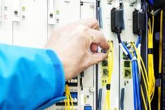 Verbindungsnetzkabel zu den Schaltern lizenzfreie stockbilder
