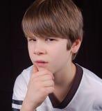 Verblüffter Junge stockfoto