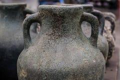 Verblaßte antike Vasennahaufnahmeansicht für Hintergrund Stockfotos