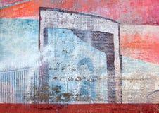 Verblaßte Straßenkunstmalerei eines blauen Mannes auf einer Backsteinmauer Stockfotos