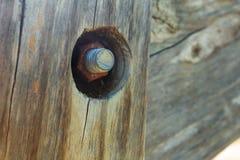 Verblaßtes Holz mit Rusty Bolt Lizenzfreie Stockfotos
