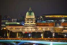Överblick av Singapore på natten Arkivfoto